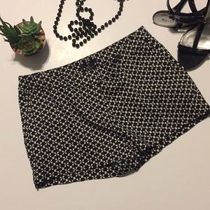 H&M black and white shorts sz small
